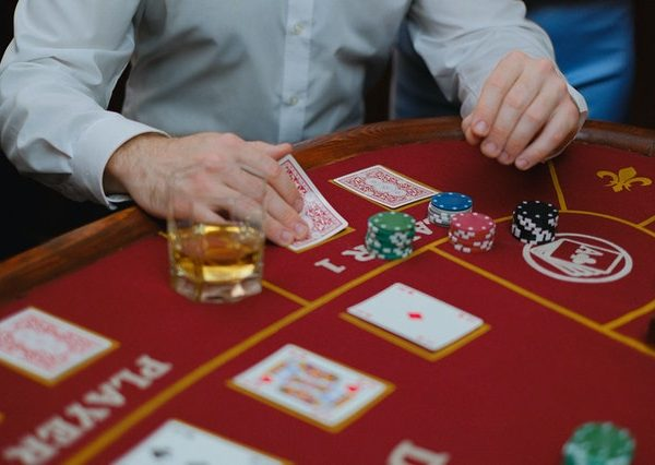 Online Slot Gambling: What are some of the benefits to playing online casino games